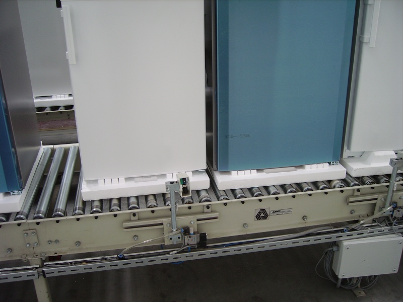Conveyors for refrigerators