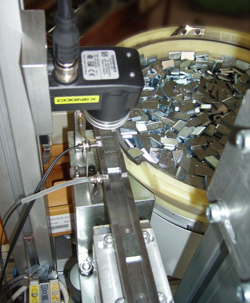 Auswuchtgewichte Schwingförderer mit Bildverarbeitung COGNEX